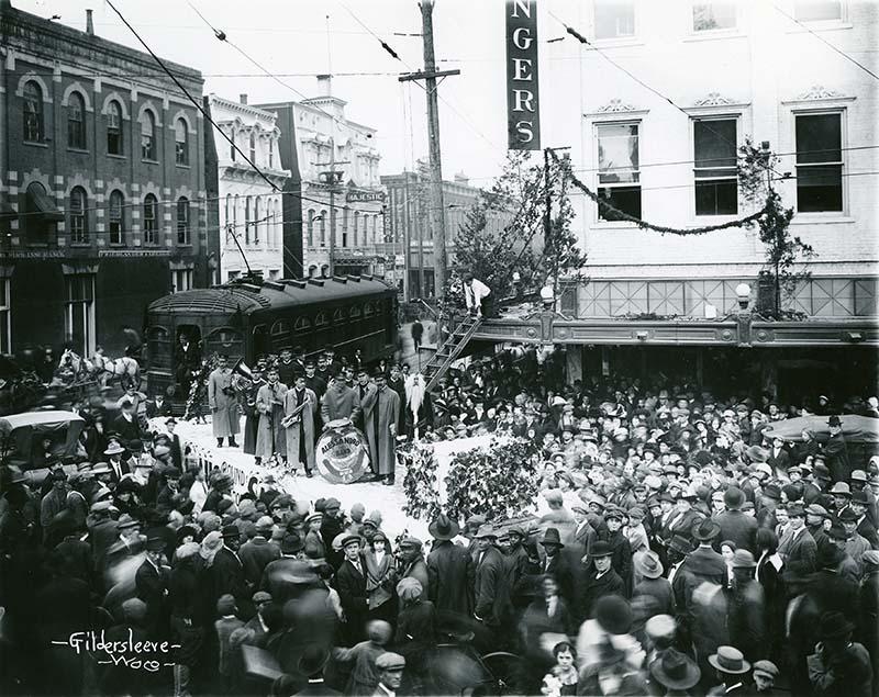 Santa Shops at Sangers (1913)